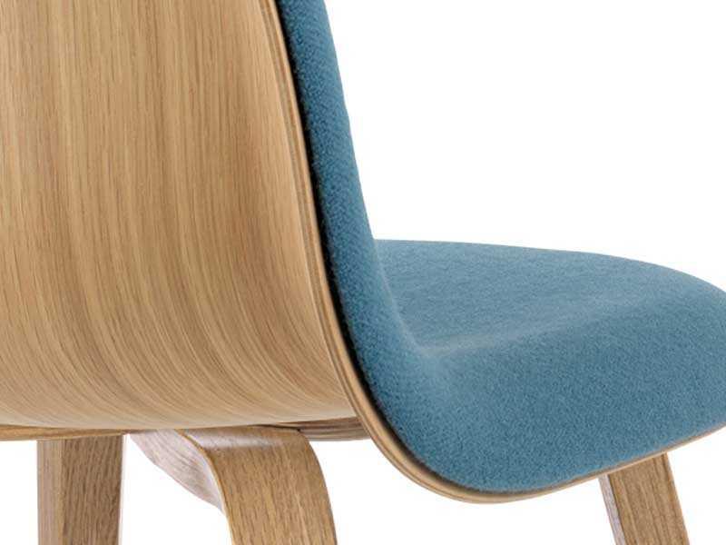 Gubi chair for Vieille chaise en bois