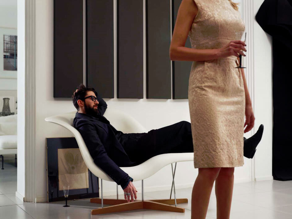 La chaise designer lounge chairs available from vitra for Chaise imitation charles eames