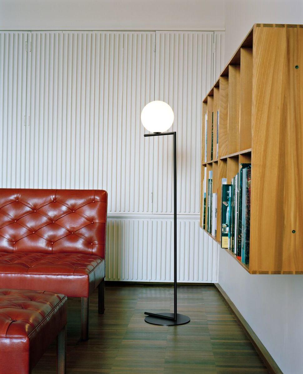 IC Floor Lamp Black in lounge
